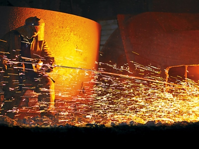 What is the opinion of Ukrainian workers in the field of metallurgy about the developments in imports and exports of scrap metal